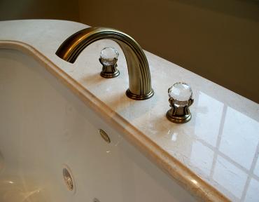bath12-tub-close-up