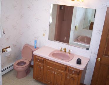 bathroom-4-vanity-area-before